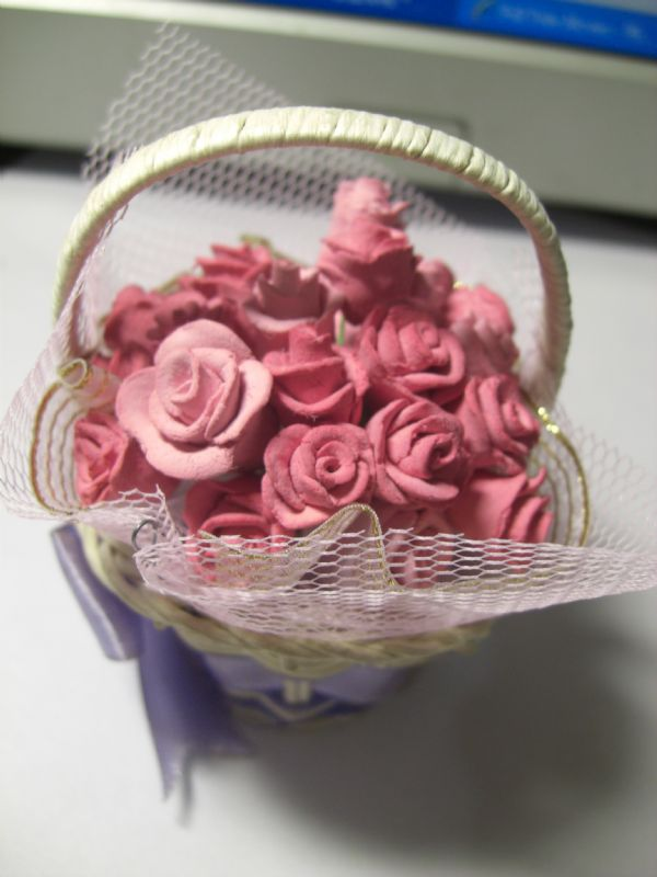 这就是所谓的杏仁膏玫瑰花的做法 把他运用在黏土上 一个一个做好