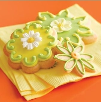 同样可爱的花型果酱小甜点,淡黄和淡绿加上清新的柠檬口味,也是很受
